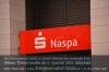 Die Nassauische Sparkasse schließt weitere Filialen. Foto: Peter Gaß