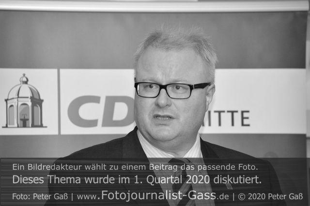 Titelbild Diskutiert, 1. Quartal 2020: Der hessische Finanzminister Dr. Thomas Schäfer (CDU) begeht Suizid. Foto: Peter Gaß