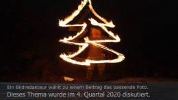 Titelbild Diskutiert, 4. Quartal 2020: Weihnachtsbaum aus Feuer. Foto: Peter Gaß