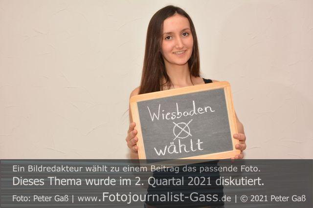 Titelbild Diskutiert, 2. Quartal 2021: 14. März 2021. Kommunalwahl in Wiesbaden. Foto: Peter Gaß.