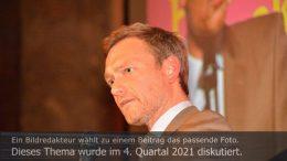 Titelbild Diskutiert, aktuell: Christian Lindner (FDP) in Sondierungs- und Koalitionsgesprächen. Foto: Peter Gaß.